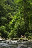 Μια κολυμπώντας τρύπα κατά μήκος του ποταμού Λα Fortuna προσφέρει μια αναβολή ψύξης στους τουρίστες στοκ φωτογραφίες
