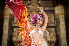 Μια κομψή βόρεια Ταϊλάνδη ChiangMai γυναικών Lanna Στοκ φωτογραφία με δικαίωμα ελεύθερης χρήσης
