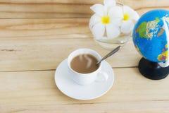 Μια κούπα του καφέ στο άσπρο φλυτζάνι Στοκ Εικόνες