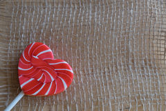 Μια κόκκινη ζάχαρη καρδιών lollipops Στοκ φωτογραφία με δικαίωμα ελεύθερης χρήσης