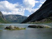 Μια λίμνη μεταξύ των βουνών Στοκ Εικόνες