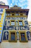 Μια λεπτομερής άποψη του όμορφου σπιτιού στο λεπτό, που βρίσκεται κοντά στην παλαιά πλατεία της πόλης στην Πράγα Στοκ Φωτογραφίες