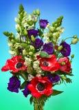 Μια μεγάλη ανθοδέσμη των κόκκινων anemones Στοκ Εικόνες