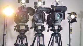 Μια μεγέθυνση στον πυροβολισμό των επαγγελματικών βιντεοκάμερων βαθμού απόθεμα βίντεο