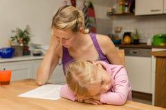 Μια μητέρα δεν λαμβάνει υπόψη την κόρη της Στοκ Φωτογραφία