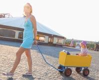 Μια μητέρα και μια κόρη Στοκ εικόνα με δικαίωμα ελεύθερης χρήσης