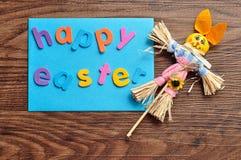 Μια μπλε σημείωση με τις λέξεις ευτυχές Πάσχα και ένα λαγουδάκι Στοκ εικόνα με δικαίωμα ελεύθερης χρήσης