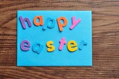 Μια μπλε σημείωση με τις λέξεις ευτυχές Πάσχα Στοκ Εικόνες