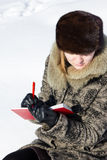 Γυναίκα που καταγράφει τις σκέψεις της Στοκ Φωτογραφίες