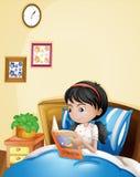 Μια νέα κυρία που διαβάζει ένα storybook στο κρεβάτι της απεικόνιση αποθεμάτων