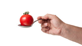Μια ντομάτα σε ένα κουτάλι Στοκ Εικόνες