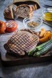 Μια νόστιμη φωτογραφία κουζίνας της μπριζόλας βόειου κρέατος Στοκ Εικόνες