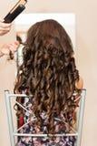 Μια νύφη hairdressing στο σαλόνι Στοκ εικόνες με δικαίωμα ελεύθερης χρήσης