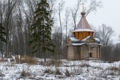 Μια ξύλινη εκκλησία κάτω από την κατασκευή σε ένα μοναστήρι στη Ρωσία στοκ εικόνες με δικαίωμα ελεύθερης χρήσης