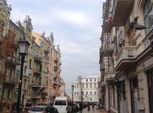 Μια οδός με τα ιστορικά κτήρια σε Kyiv, Ουκρανία Στοκ εικόνες με δικαίωμα ελεύθερης χρήσης