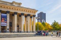 Μια ομάδα σπουδαστών από το Novosibirsk δηλώνει την ακαδημαϊκά όπερα και το BA Στοκ φωτογραφία με δικαίωμα ελεύθερης χρήσης