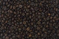 Μια ομάδα φασολιών καφέ που γεμίζει την εικόνα Στοκ Εικόνες