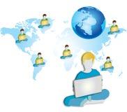 Μια ομάδα ανθρώπων που χρησιμοποιεί το φορητό προσωπικό υπολογιστή Α Στοκ Φωτογραφίες