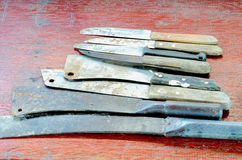 Μια ομάδα ενός παλαιού μαχαιριού με την ξύλινη λαβή που χρησιμοποιείται στη χρήση στην κουζίνα Στοκ φωτογραφία με δικαίωμα ελεύθερης χρήσης