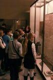 Μια ομάδα εφήβων από την έκθεση ερημητηρίων Στοκ Φωτογραφίες