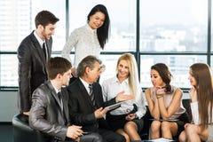 Μια ομάδα συζήτησης επιχειρηματιών Στοκ Φωτογραφία