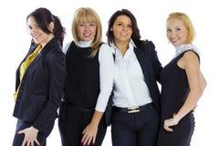 Μια ομάδα τεσσάρων επιχειρησιακών γυναικών σε ένα άσπρο υπόβαθρο Επιχείρηση wo στοκ φωτογραφία με δικαίωμα ελεύθερης χρήσης