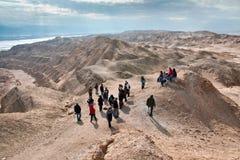 Μια ομάδα τουριστών στις εξορμήσεις στην έρημο Judean Τοποθετήστε έτσι στοκ φωτογραφία με δικαίωμα ελεύθερης χρήσης