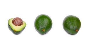 Μια ομάδα τριών φρέσκων αβοκάντο με μια scratchy σύσταση, που απομονώνεται σε ένα άσπρο υπόβαθρο Υγιεινός τρόπος ζωής στοκ φωτογραφία