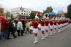 Μια ομάδα τυμπανιστών majorettes νέων κοριτσιών Στοκ Εικόνες