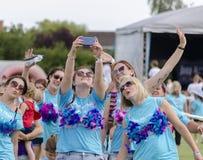 Μια ομάδα φίλων που παίρνουν ένα selfie Στοκ φωτογραφία με δικαίωμα ελεύθερης χρήσης