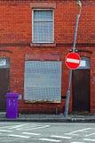 Μια οδός επιβιβασμένος επάνω στα εγκαταλελειμμένα σπίτια Στοκ Φωτογραφίες