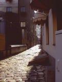 Μια οδός στην παλαιά πόλη στη Ρήγα, Λετονία Στοκ εικόνες με δικαίωμα ελεύθερης χρήσης