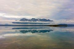 Μια παγετώδης λίμνη στα εδάφη yukon Στοκ Εικόνες
