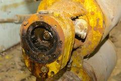 Μια παλαιά και σκουριασμένη εγκαταλειμμένη ηλεκτρική αντλία εγκαταλειμμένη Στοκ εικόνες με δικαίωμα ελεύθερης χρήσης