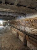 Μια παλαιά παραδοσιακή σιταποθήκη στο νότο του Massif central, στην καρδιά της γαλλικής επαρχίας στοκ εικόνα