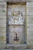 Μια παλαιά πηγή με ένα άγαλμα των διδύμων στο Boulogne-sur-Mer, υπόστεγο δ ` Opale, Pas-de-Calais, Hauts de Γαλλία Στοκ φωτογραφίες με δικαίωμα ελεύθερης χρήσης