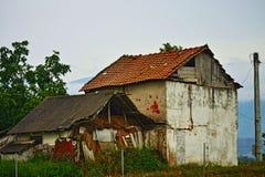 Μια παλαιά σιταποθήκη στα σερβικά βαλκανικά βουνά στοκ φωτογραφία με δικαίωμα ελεύθερης χρήσης