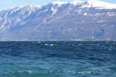 Μια πανοραμική άποψη της λίμνης Garda μια θυελλώδη ημέρα - Brescia - Ιταλία Στοκ φωτογραφίες με δικαίωμα ελεύθερης χρήσης