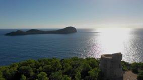 Μια πανοραμική θέα το πρωί από το ανατολικό ακρωτήριο του νησιού Ibiza στο νησί Illa de Tagomago Μεσογειακός φιλμ μικρού μήκους