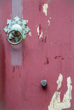 Μια παλαιά κόκκινη πόρτα του κινεζικού ύφους Στοκ φωτογραφία με δικαίωμα ελεύθερης χρήσης