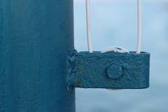 Μια παλαιά μπλε αύξηση σημαιών Στοκ Εικόνες