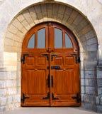 Μια παλαιά ξύλινη πόρτα Στοκ φωτογραφίες με δικαίωμα ελεύθερης χρήσης