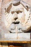 Μια παλαιά πηγή στη Ρώμη στοκ εικόνες