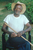 Μια παλαιά συνεδρίαση ατόμων αφροαμερικάνων 86-έτους σε μια καρέκλα, Ρόκβιλ, MD Στοκ Εικόνα