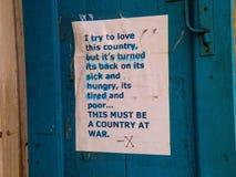 Μια πολιτική δήλωση σε μια πόρτα στη γαλλική συνοικία Νέα Ορλεάνη Στοκ φωτογραφία με δικαίωμα ελεύθερης χρήσης