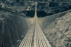Μια πολύ μακριά γέφυρα αναστολής έκανε από το χάλυβα στοκ φωτογραφίες