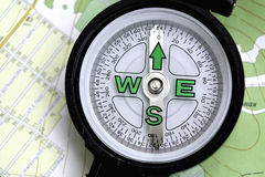 Μια πυξίδα και ένας χάρτης Στοκ φωτογραφία με δικαίωμα ελεύθερης χρήσης