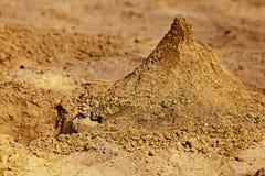 Μια πυραμίδα της άμμου sandbox Στοκ εικόνα με δικαίωμα ελεύθερης χρήσης