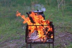 Μια πυρκαγιά υπαίθρια Στοκ εικόνα με δικαίωμα ελεύθερης χρήσης