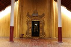 Μια πόρτα στο παλάτι του Mandalay Στοκ Φωτογραφία